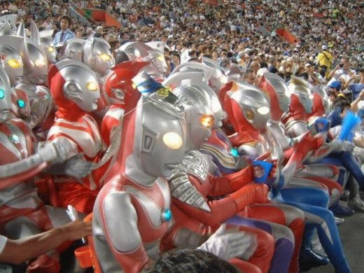 familia_ultraman_vai_ao_estadio